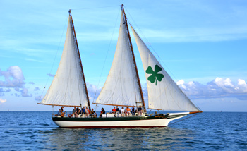 Schooner Appledore Star under full sail