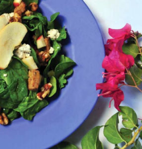 Salads with walnuts, apples, and gorgonzola